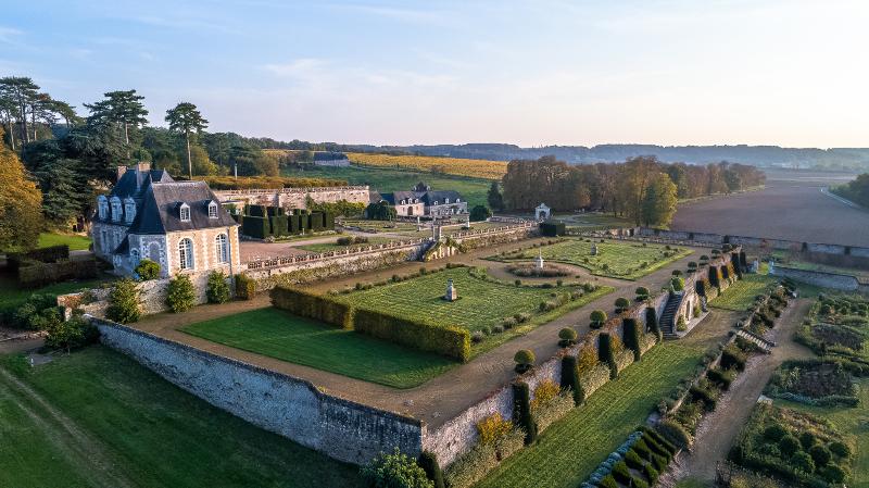 Chateau-de-Valmer-Vue-aerienne-Charly-s-Drone